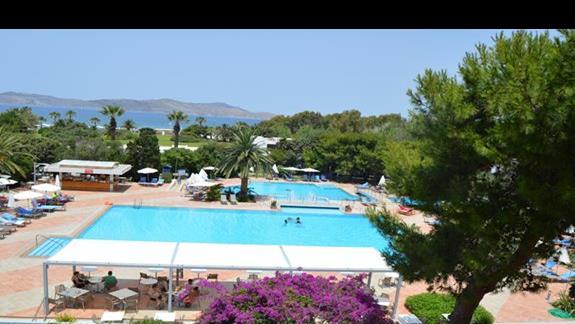 basen główny w hotelu Caravia Beach & Bungalows