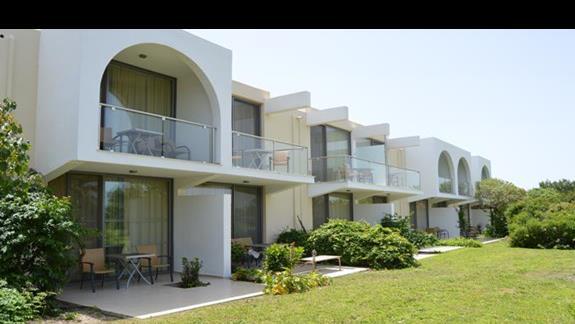 budynki boczne w hotelu Caravia Beach & Bungalows