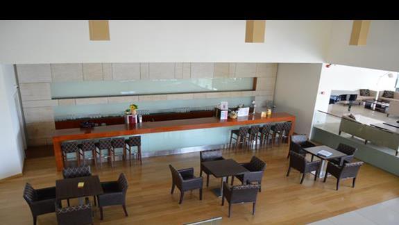 jeden z barów w hotelu Caravia Beach & Bungalows