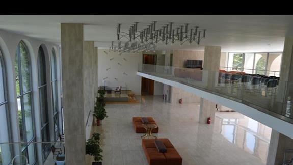 lobby w hotelu Caravia Beach & Bungalows
