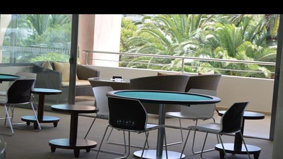 stół do pokera w hotelu Caravia Beach & Bungalows