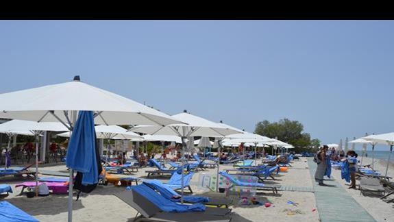 zagospodarowana część plaży w hotelu Caravia Beach & Bungalows