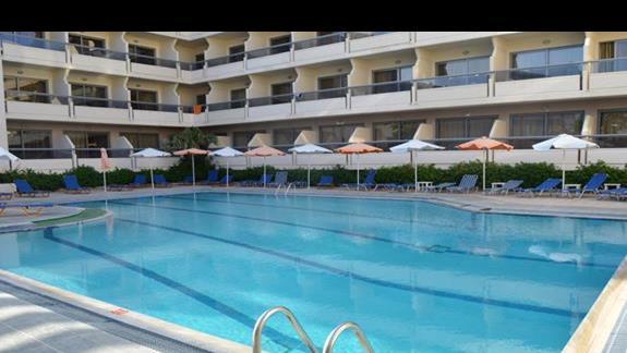 basen w hotelu Lomeniz