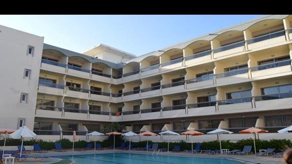 budynek główny hotelu Lomeniz