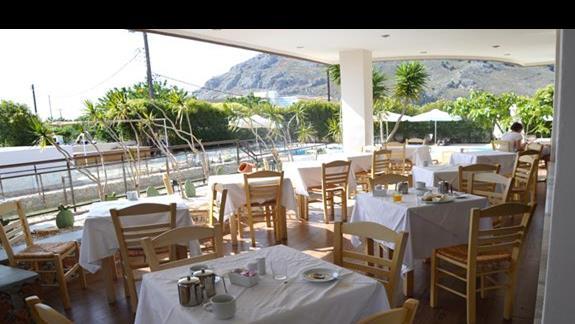 część zewnętrzna restauracji głównej w hotelu Anavadia