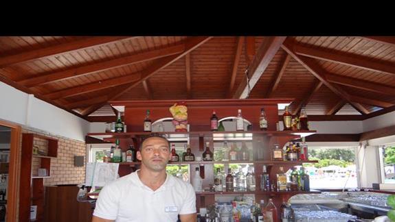 Barman Aris w akcji