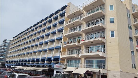 Hotel Qawra Palace od frontu.