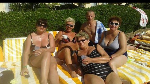 Pobyt na basenie z nowo poznanymi znajomymi