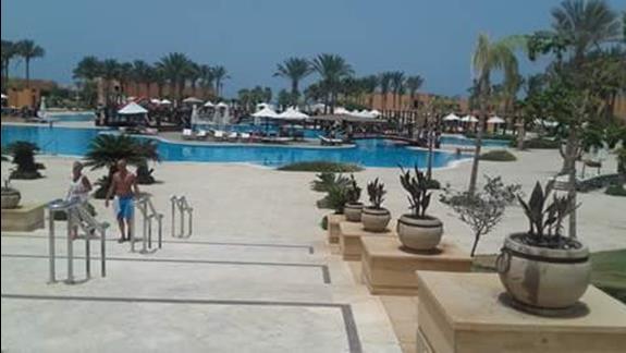 Widok z lobby na basen