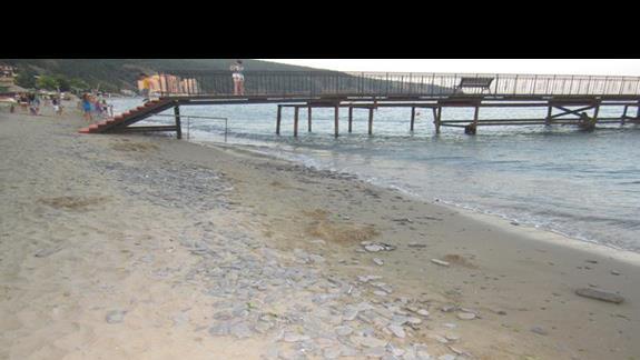 w wodzie jeszcze dwa metry kamieni