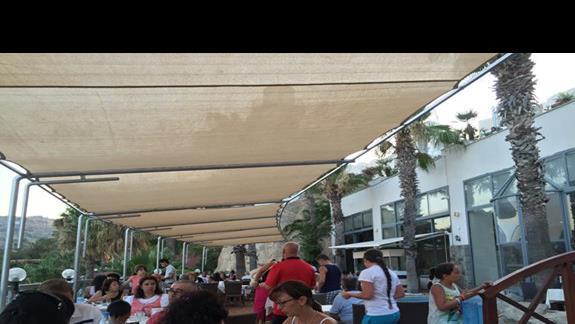 taras obok restauracji
