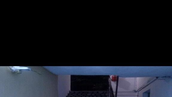 Malownicze schody prowadzące do naszego pokoju