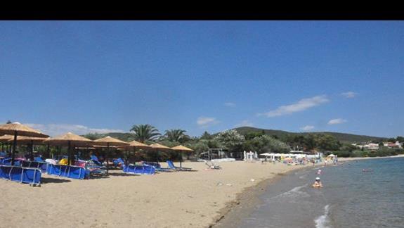 plaża bardzo blisko hotelu