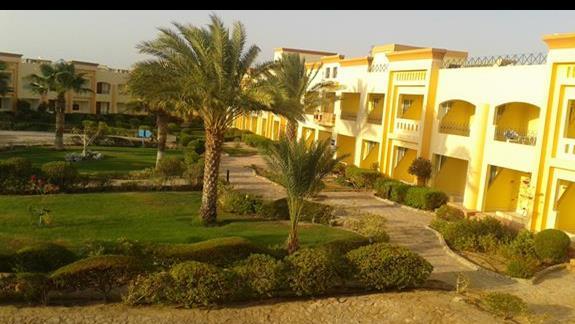 widok z balkonu na czesc ogrodu