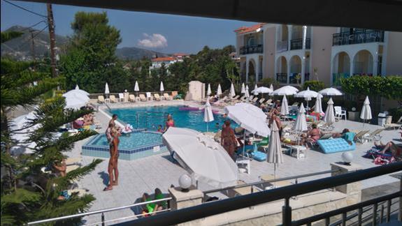 basen hotelowy.