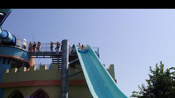 Największa atrakcja aqua parku - pontony (wysokość ok. 4 pięter)