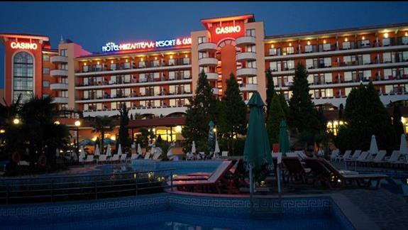 Hotel od strony basenu