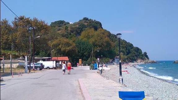 Ulica wzdluz plazy.