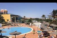 Hotel SBH Club Paraiso Playa - ujecie hotelu od strony basenu dla maluchów