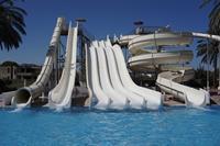 Hotel Blue Bay Family World Aqua Beach - czesc parku wodnego z czescia wiekszych zjezdzalni