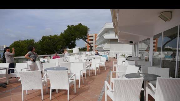 Taras w hotelu Flamboyan Caribe