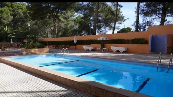 Basen w hotelu Costa Mediterraneo