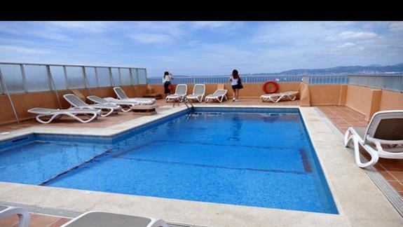 Basen na dachu w hotel Caribbean Bay