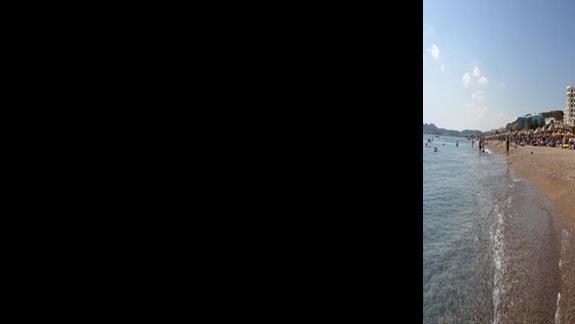 Panorama plazy od strony morza - hotel w centrum