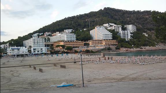 Hotel widziany z plaży