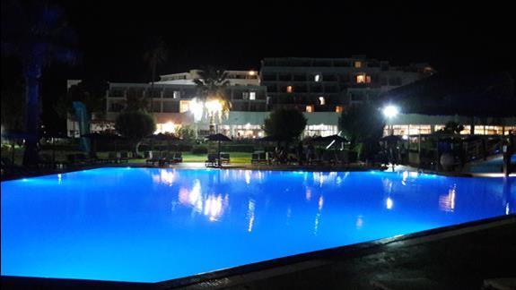 Doreta Beach nocą