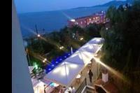 Hotel Lido Corfu Sun - Widok na górny hotelowy taras i basen