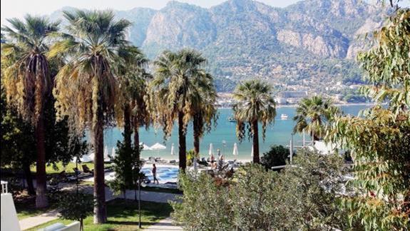 Widok z balkonu z hotelu przy samej plaży :)