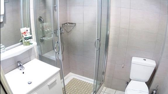 łazienka w p. standard w  hotelu Albatros Spa Resort