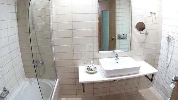 łazienka w p. superior w  hotelu Albatros Spa Resort