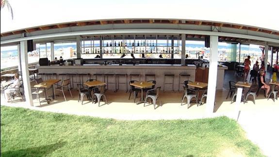 bar przy plaży w h. Carolina Mare