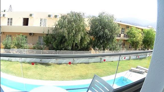 widok z balkonu p.standard ze współdzielonym basenem Carolina Mare
