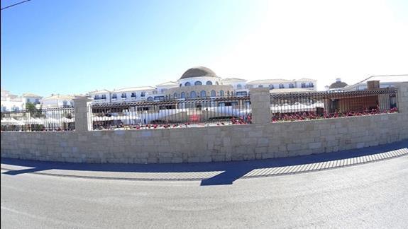 budynek od frontu h. Mitsis Laguna