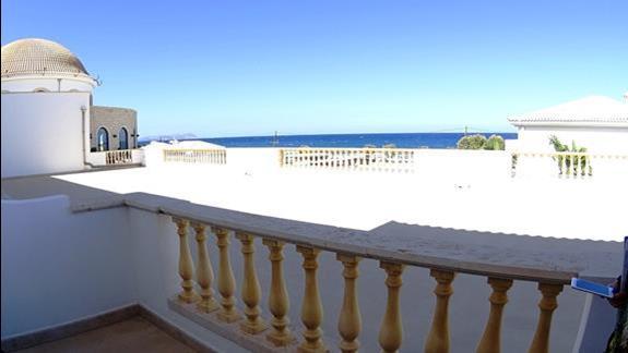 widok z balkonu p.standard w h. Mitsis Laguna