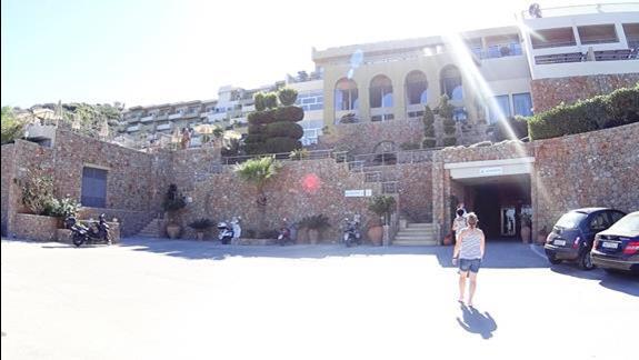 front budynku h. Blue Marine Resort &SPA
