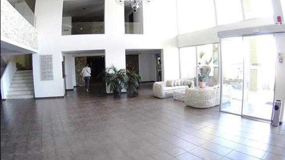 lobby w h. Blue Marine Resort &SPA