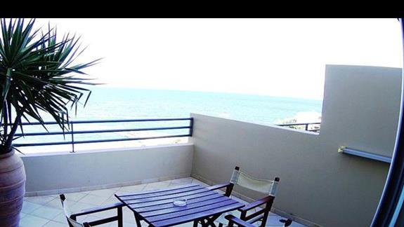 widok z balkonu p. standard z bocznym  wid. na morze  w h. Blue Marine Resort &SPA