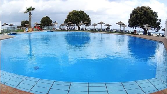 basen w h. Geraniotis Beach