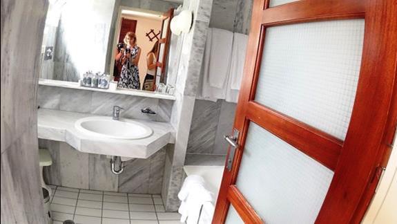 łazienka w p. standard bungalow Aquila Rithymna Beach