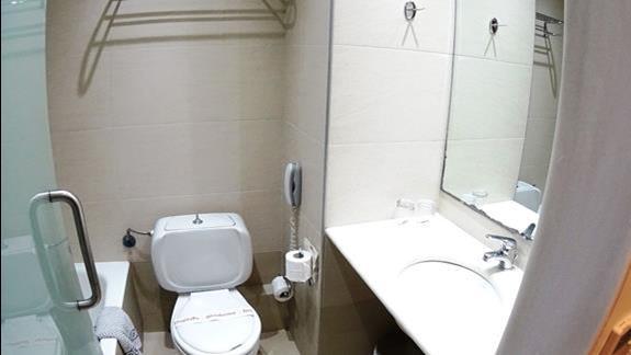 łazienka w pokoju standard h. Minos