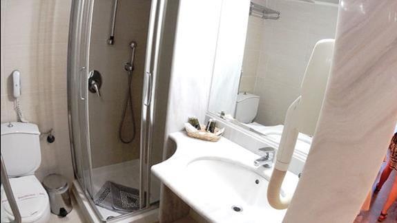łazienka w  pokoju superior  h. Minos
