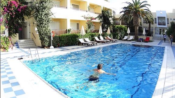 basen  w h. Creta Royal