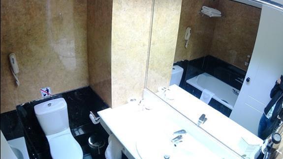łazienka w  p. standard w h. Porto Platanias Beach