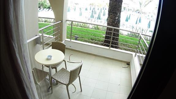 widok z balkonu p. standard w h. Porto Platanias Village