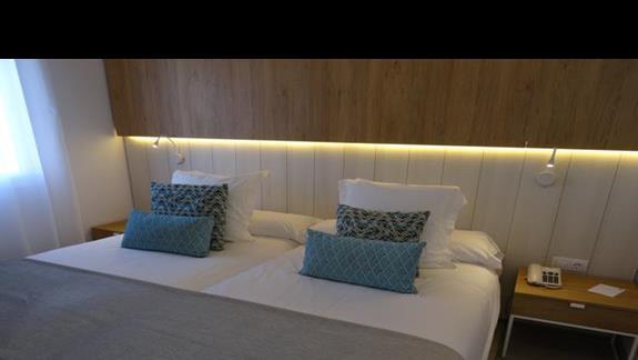 Sypialnia w pokoju junior suite Alyssa Suite