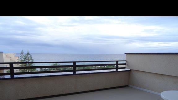 Balkon-taras w hotelu Occidental